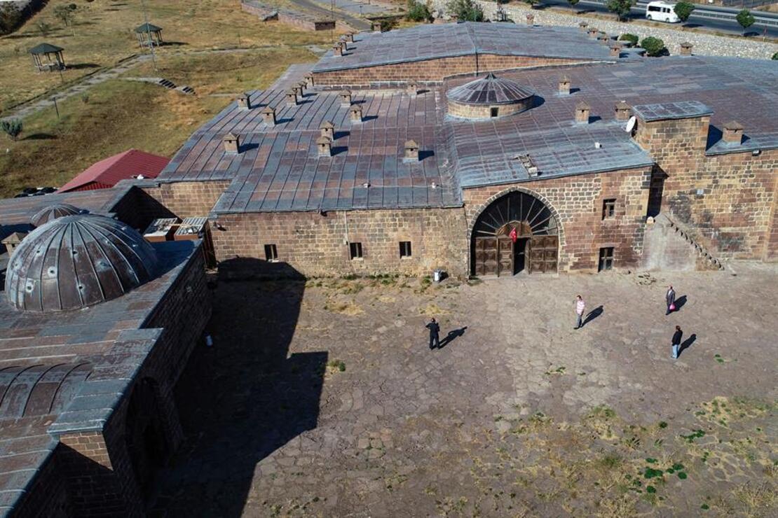 İpek Yolu'nda kervanların uğrak yeri: El-Aman Kervansarayı ve Başhan Hanı