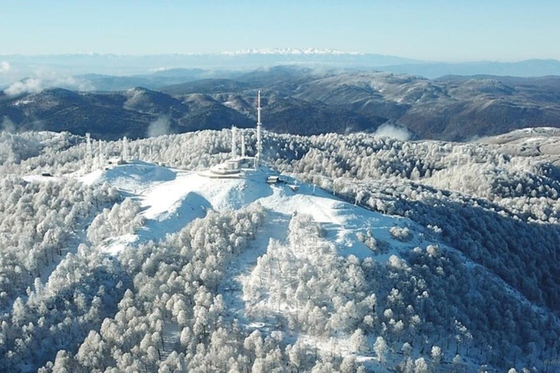 İki kayak merkezinin zirvesi tek karede buluştu