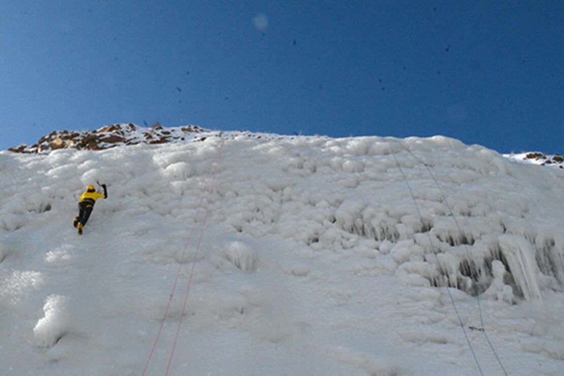 Everest'e oksijen tüpsüz tırmanan ilk Türk olmak istiyor