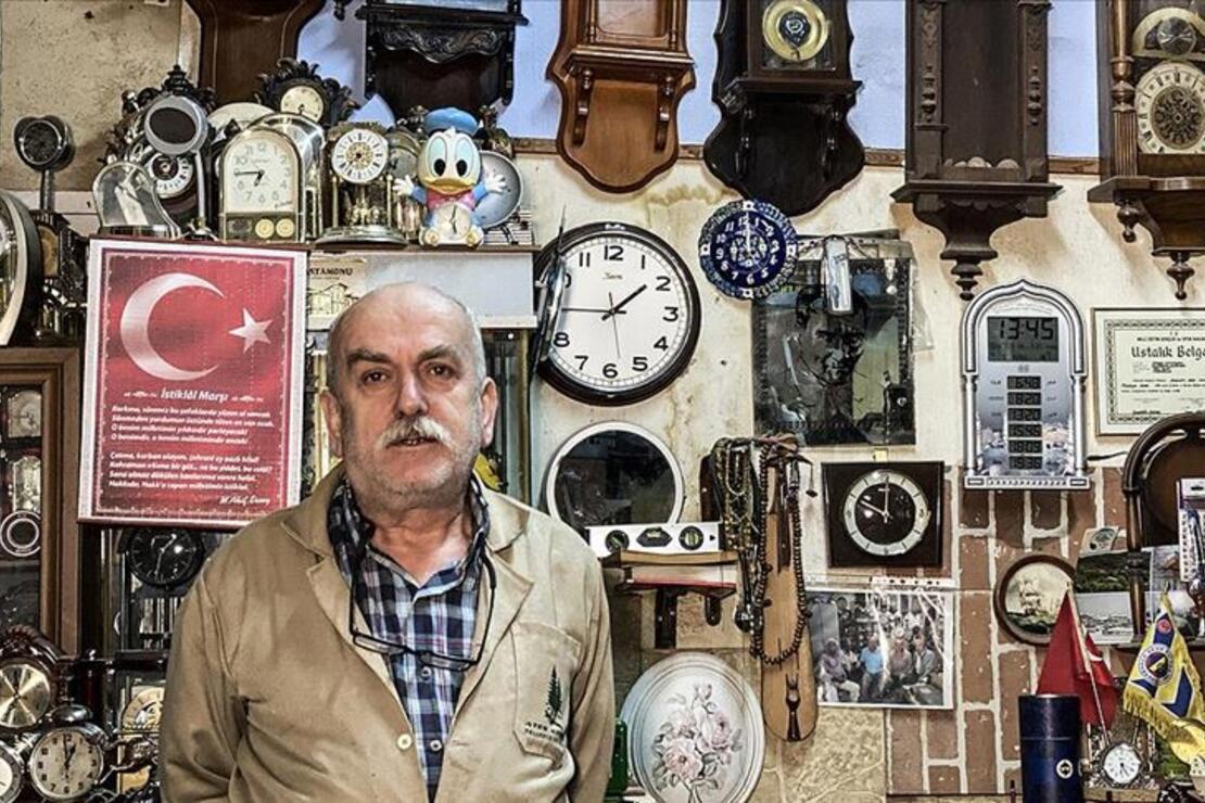 Satın alamadığı duvar saatini 15 yıldır arıyor