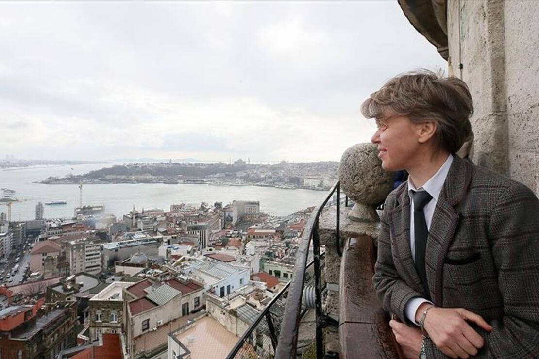 18 yıldır aynı yerden İstanbul'a bakıyor