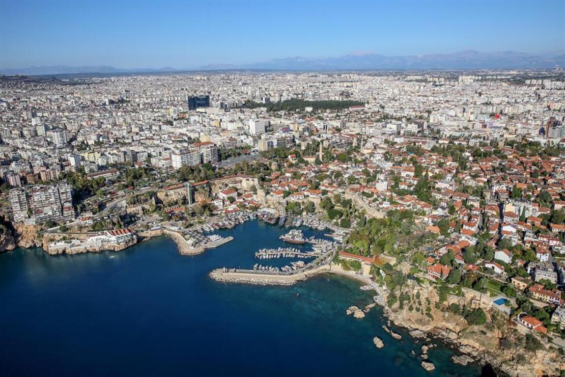 Antalya'da her milletten insan yaşıyor