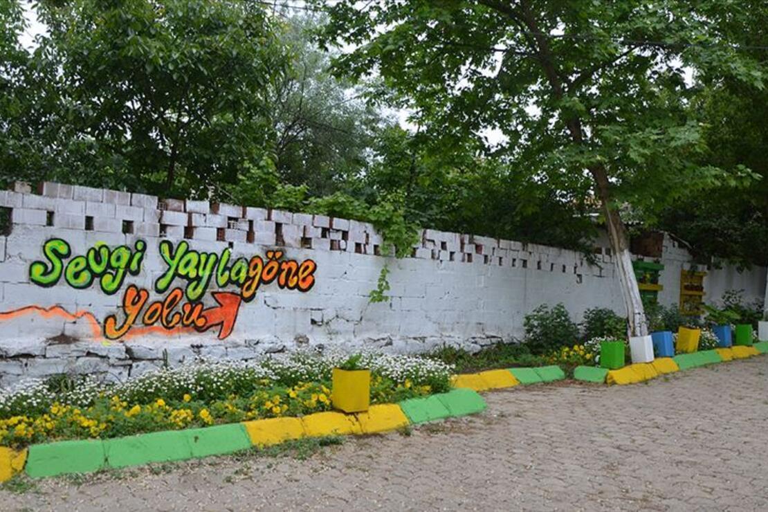 Kadınlar 'en güzel köy'de turizm için kolları sıvadı