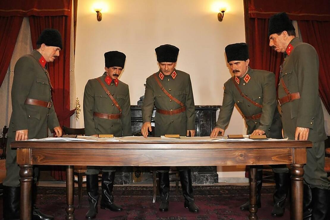 Cumhuriyet'in ilk yollarına tanıklık eden Atatürk Evi Müzesi