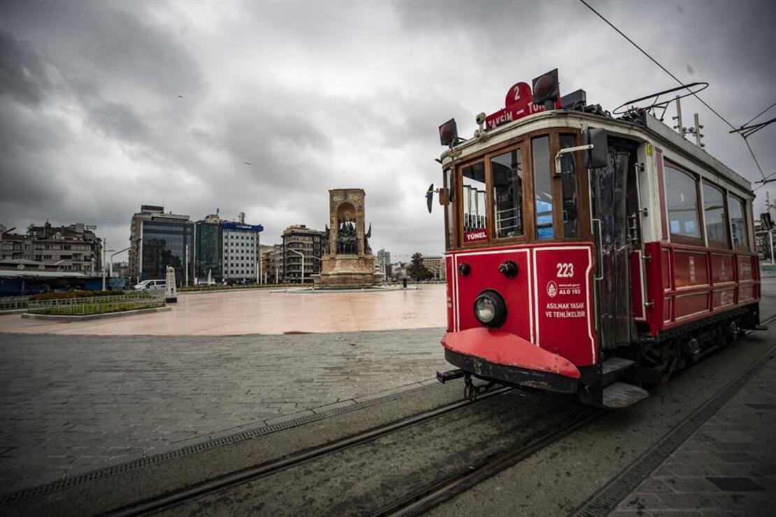 Nostaljik tramvay yolcusuz kaldı