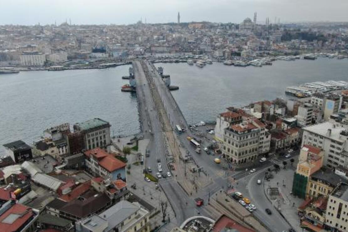 Eminönü ve Karaköy'de son durum havadan fotoğraflandı... Duraklar, meydanlar boş kaldı