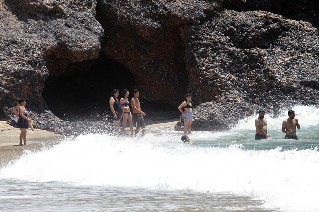 Alanya'nın Kleopatra Plajı cıvıl cıvıl
