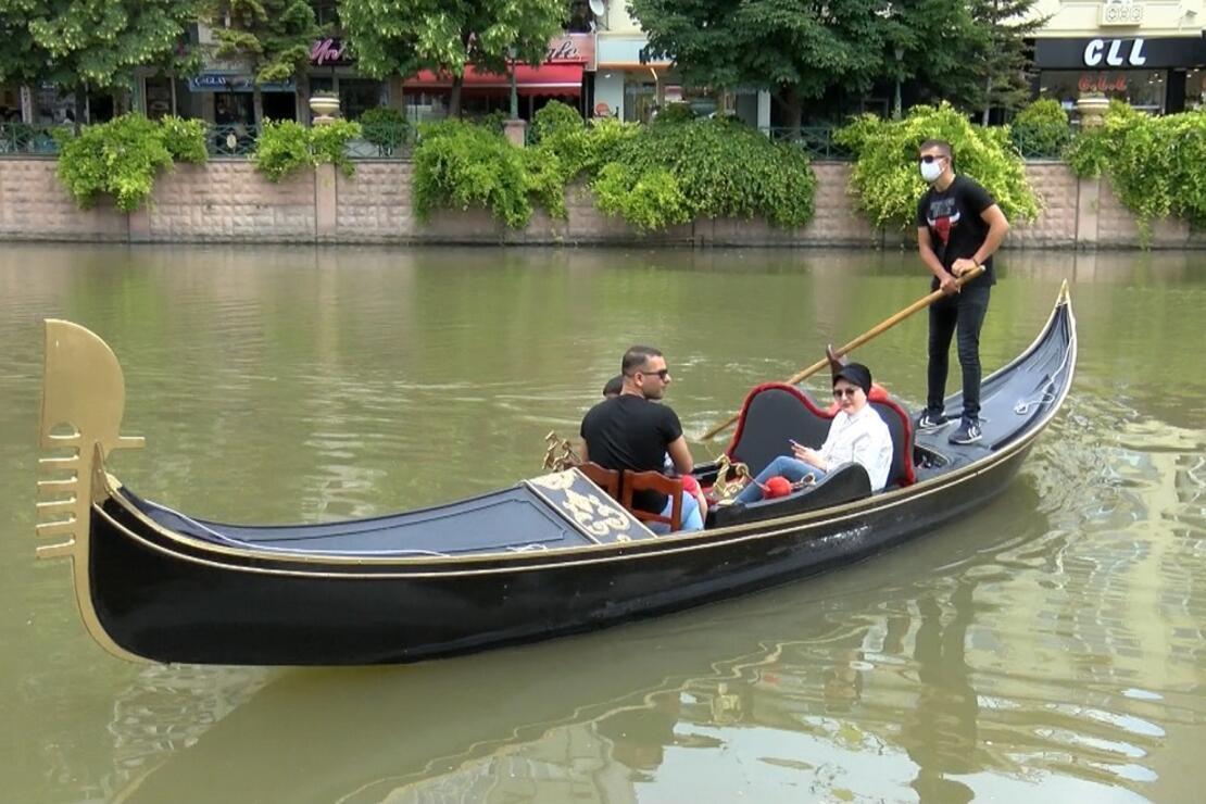 Porsuk Çayı'nda gondol ve bot seferleri, tedbirlerle başladı