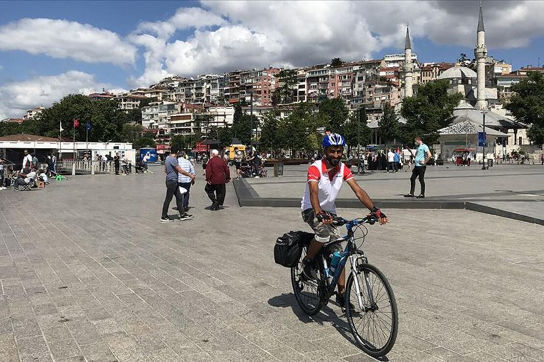 Türkiye'yi gezme hayalini bisikletle gerçekleştiriyor