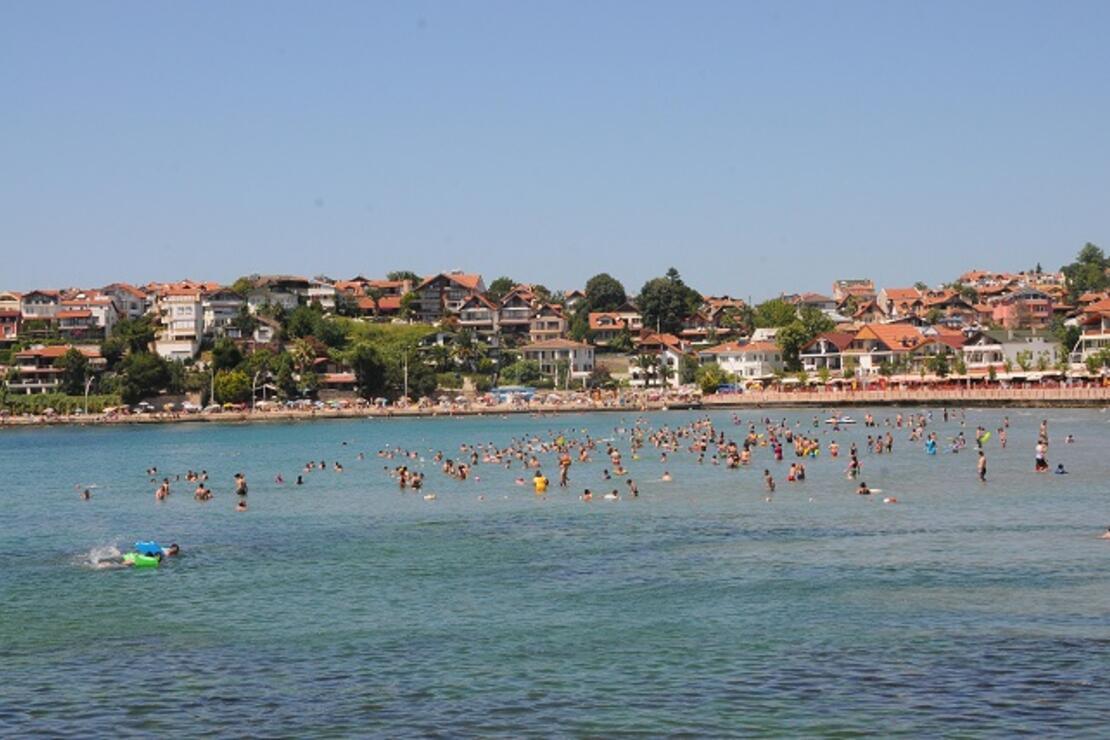 Kandıra sahilleri tatilcilerle dolup taştı