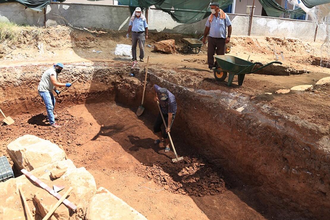 Muğla' da inşaat kazısında 2 bin 400 yıllık mezar kalıntıları bulundu
