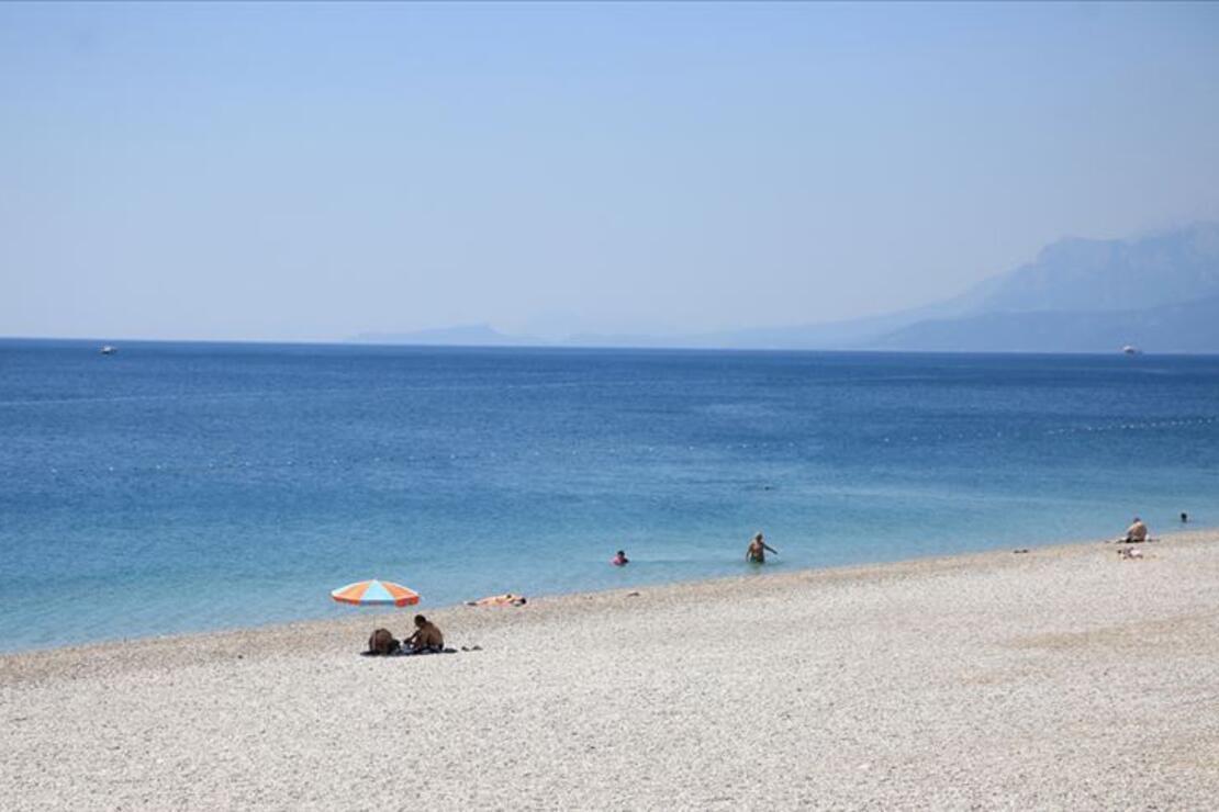 Antalya ünlü plajlarıyla ziyaretçilerini cezbediyor