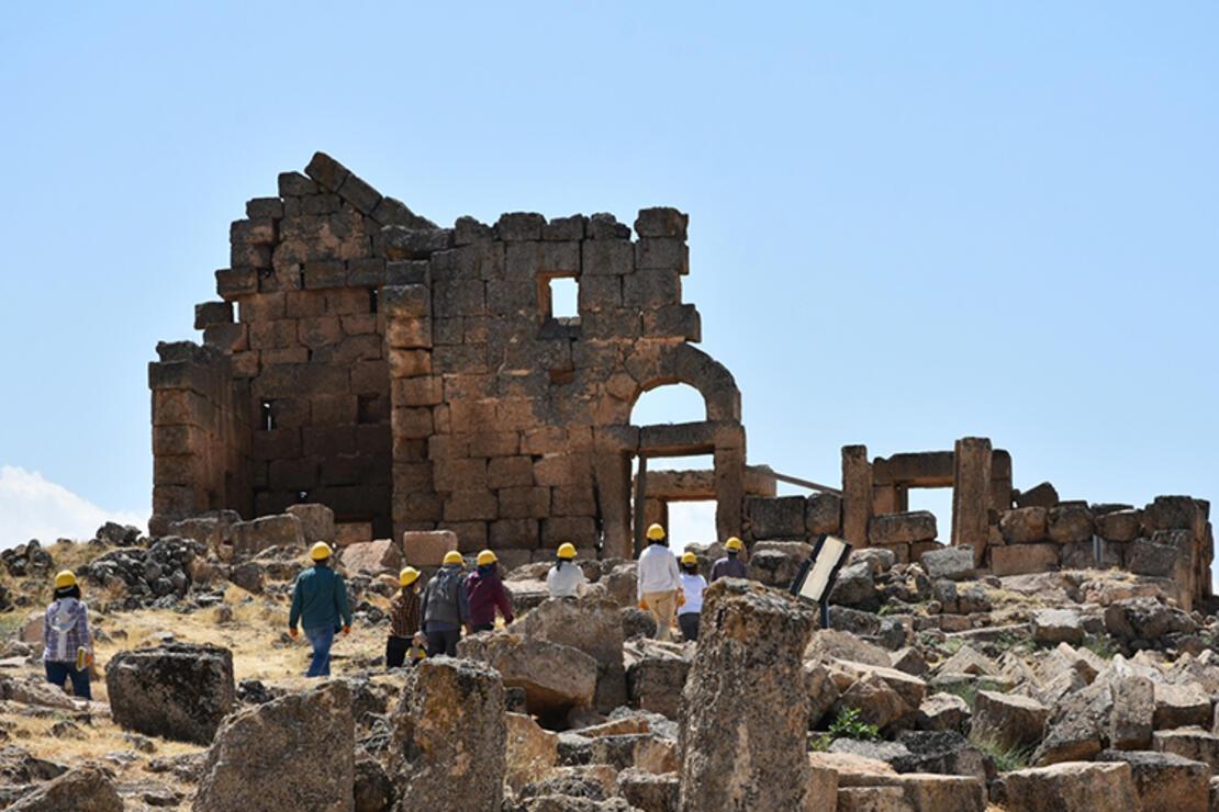 Zerzevan Kalesi'nde tarih gün yüzüne çıkarılıyor