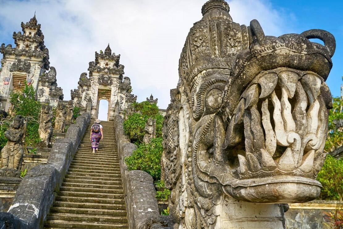 Bali Adası yıl sonuna kadar turizme açılmayacak