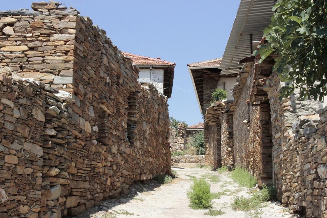 Taş evleriyle ünlü, Bektaşi-Türk Kültürü'nün yaşatıldığı Çalçakırlar Köyü