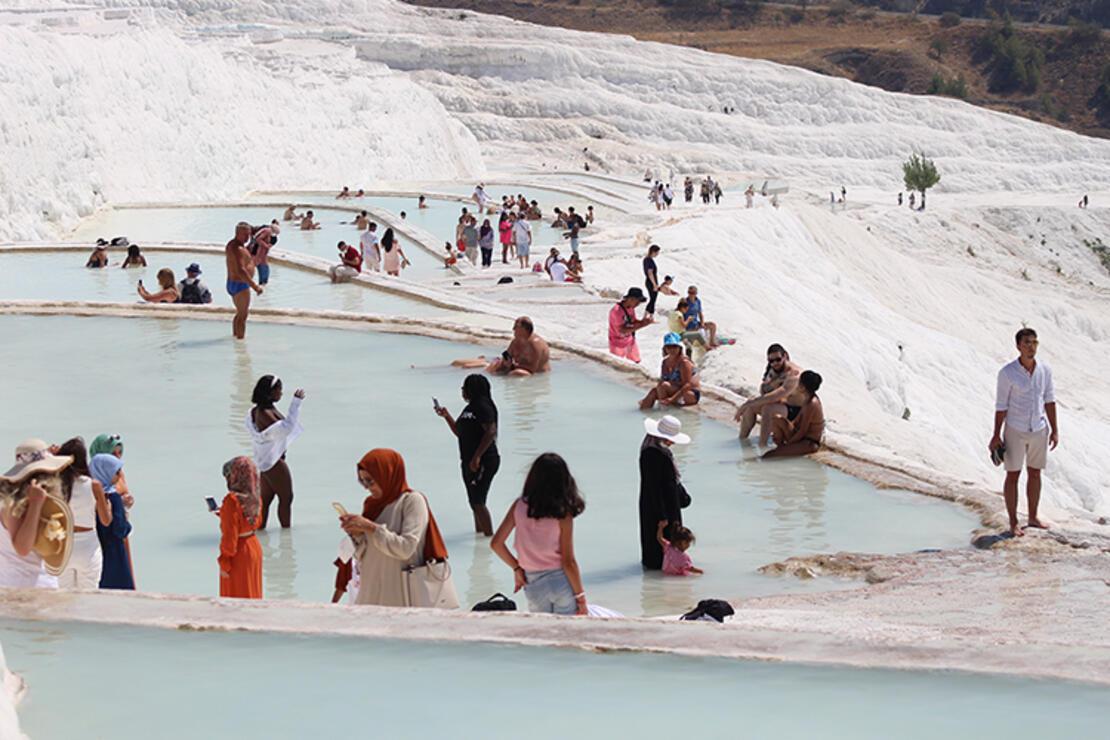 Çöl sıcaklarından beyaz cennete kaçtılar