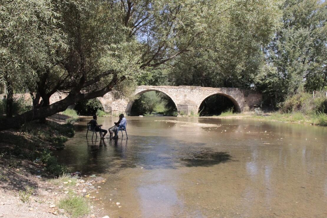 Osmanlı kervanlarının büyük menderesi aşmasını sağlayan tarihi Hançalar Köprüsü