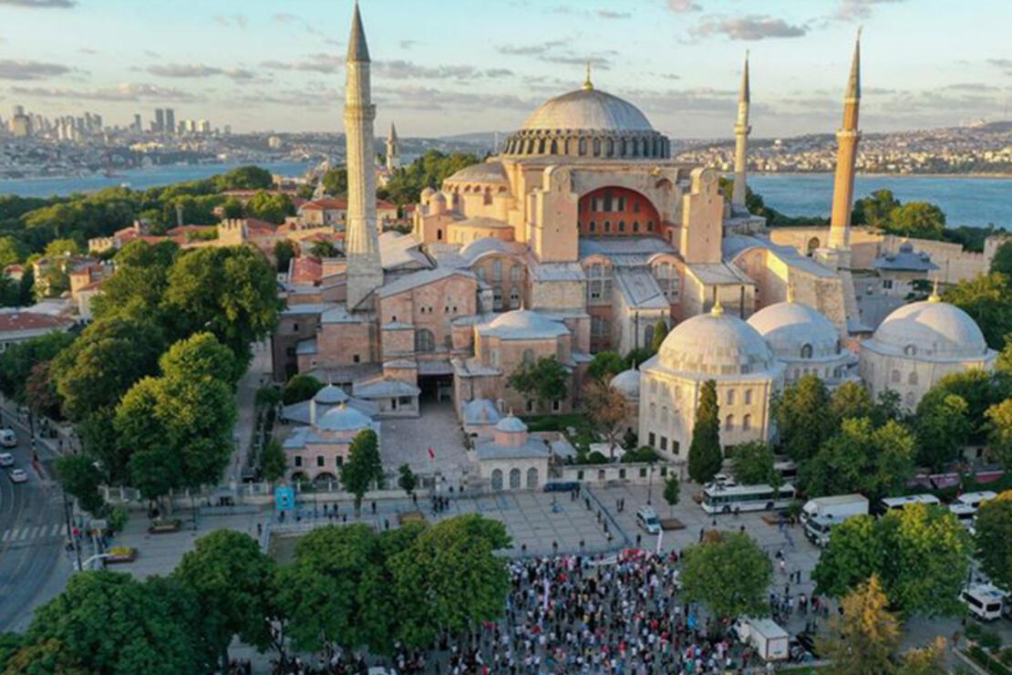 Ayasofya Camii Nerede? Ayasofya Camisi Tarihi, Özellikleri, Hikayesi Ve Mimarı Hakkında Bilgi