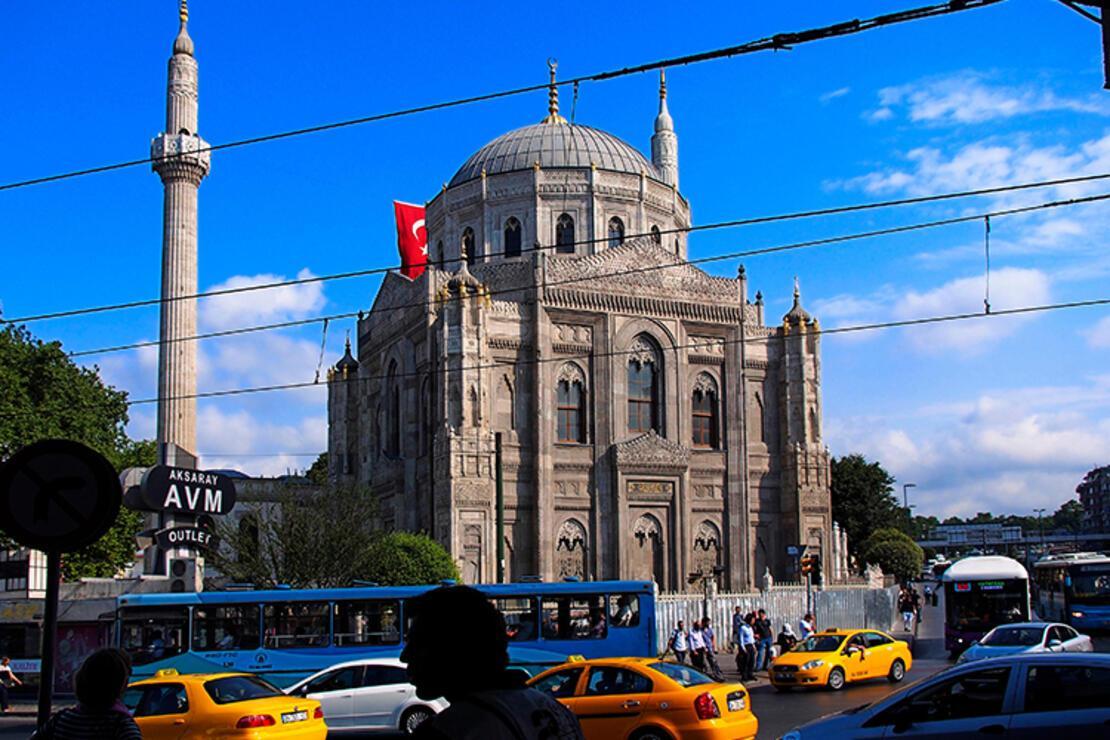 Pertevniyal Valide Sultan Camii Nerede? Pertevniyal Valide Sultan Camisi Tarihi, Özellikleri, Hikayesi Ve Mimarı Hakkında Bilgi