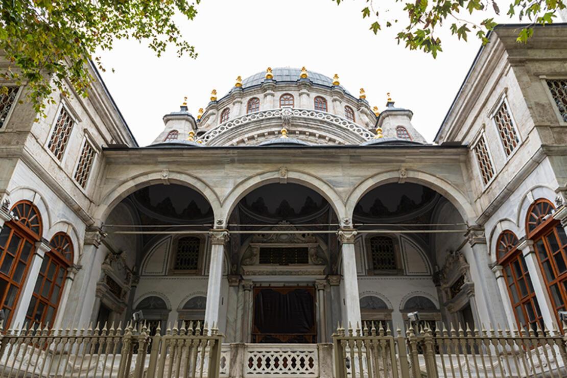 Nusretiye Camii Nerede? Nusretiye Camisi Tarihi, Özellikleri, Hikayesi Ve Mimarı Hakkında Bilgi