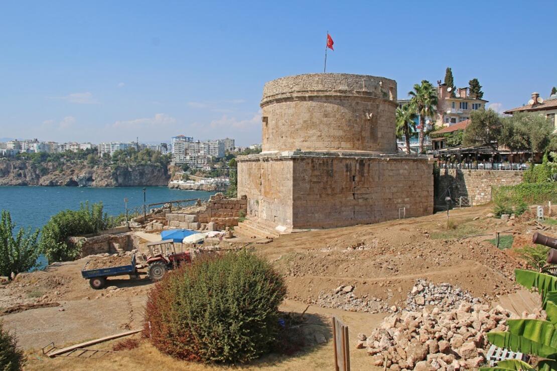 Hıdırlık Kulesi'nde arkeolojik kazılar sürüyor