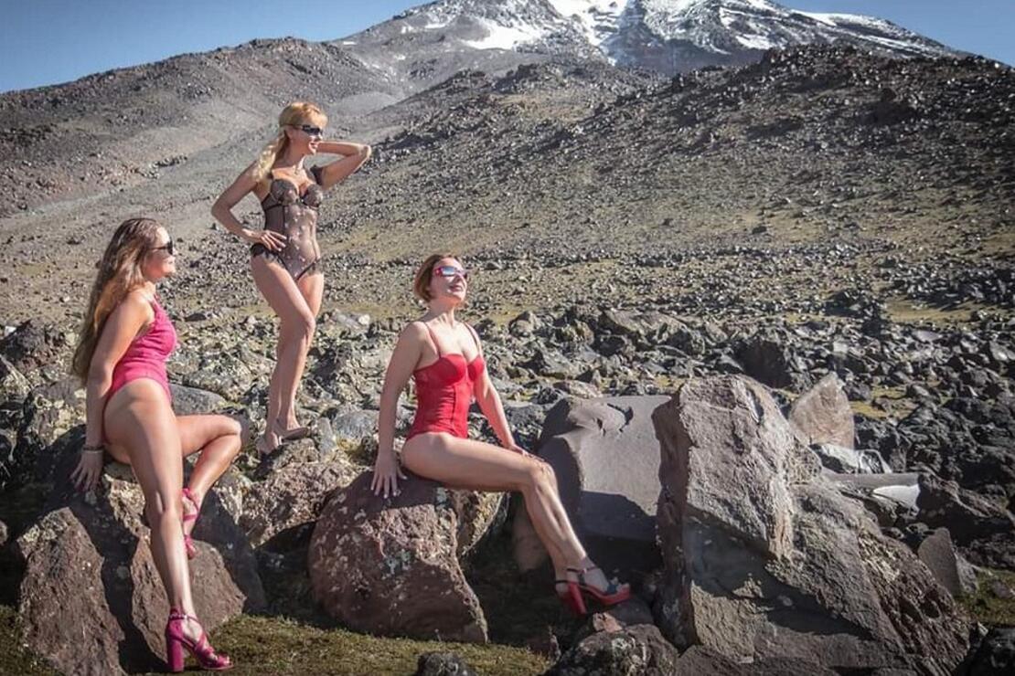 Ukraynalı kadın dağcılar, Türkiye'nin çatısı Ağrı Dağı'nda böyle poz verdiler