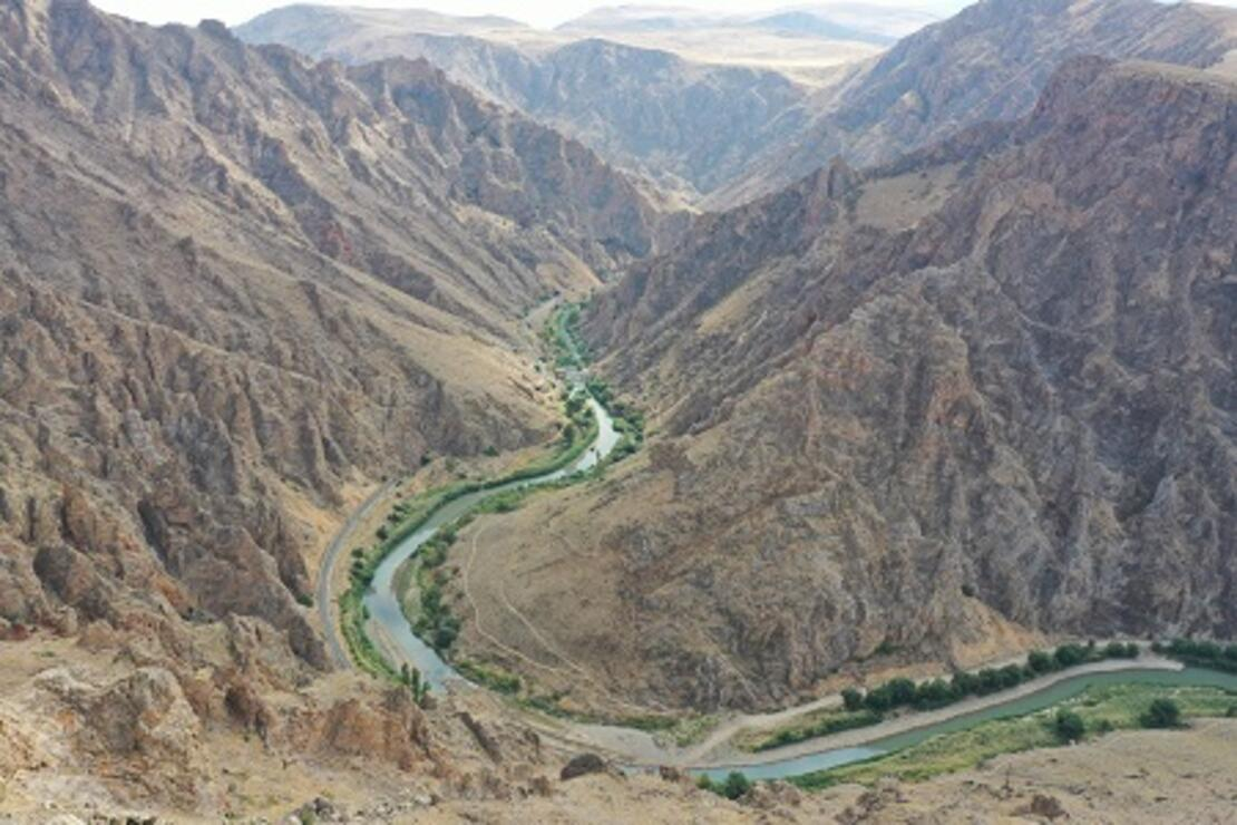 Tarih ve doğa güzelliklerine sahip Divriği'ye seyir terası