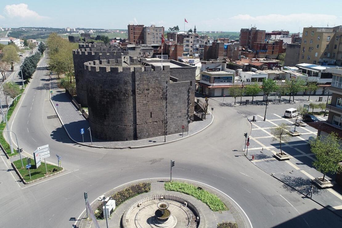 90 yıl önce top atışlarıyla 'hava gelmiyor' diye yıkılan Diyarbakır surları yeniden inşa edilecek