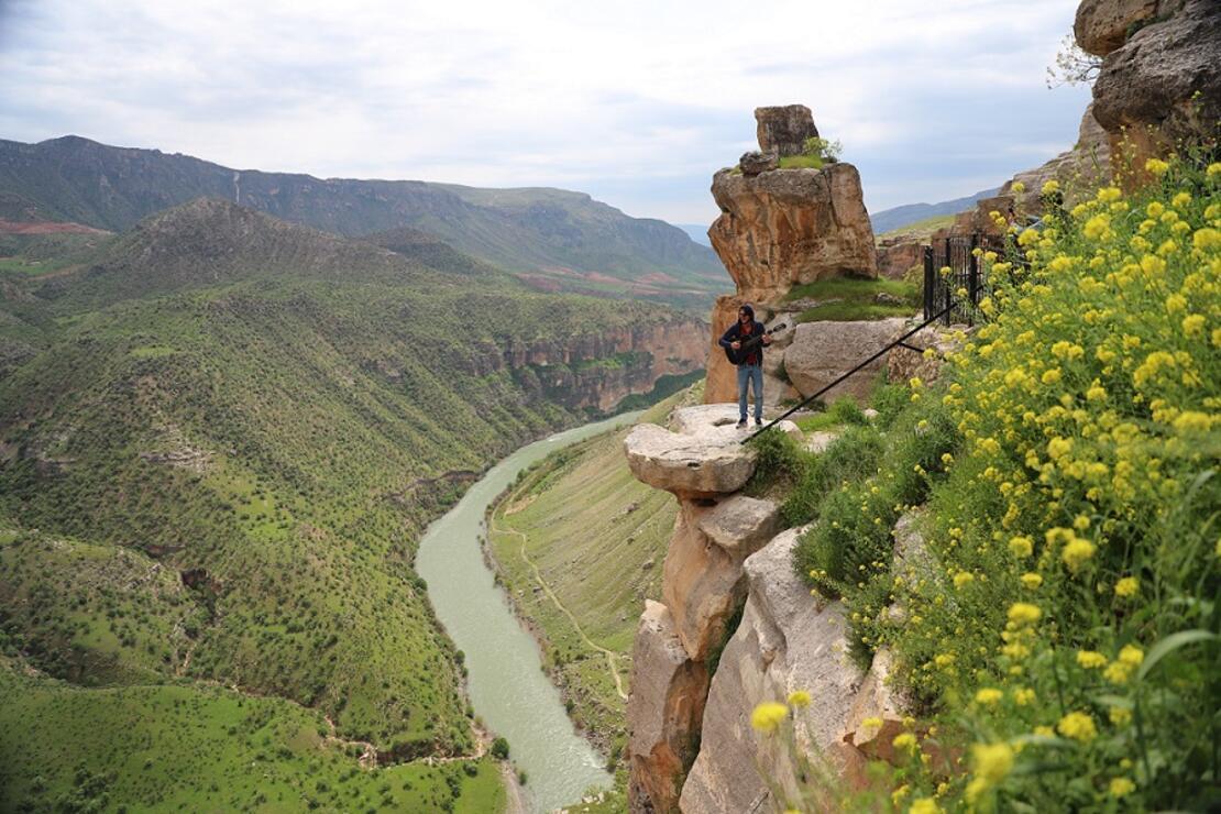 Siirt'in keşfedilmeyi bekleyen iki güzeli: Botan Vadisi ve Delikli Taş