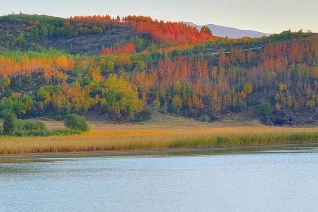 Nemrut Krater Gölü'nde sonbahar güzelliği