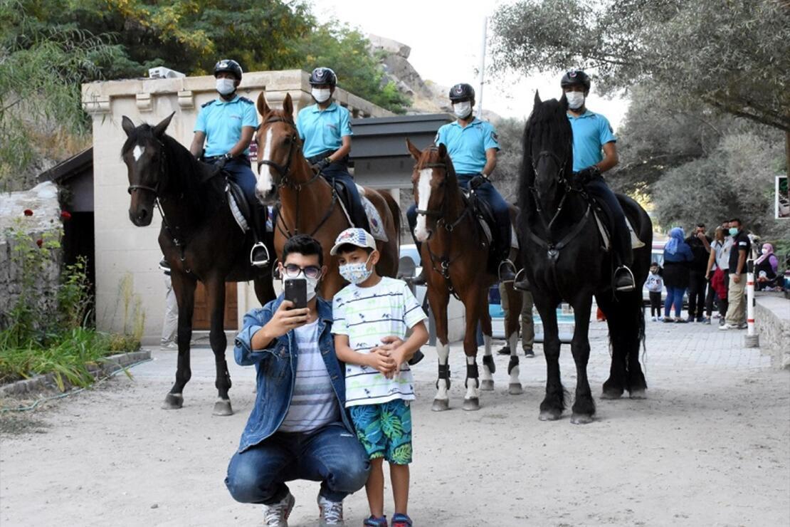 Kapadokya'nın İncisi Ihlara Vadisi'nde atlı birlikler turistlerden yoğun ilgi görüyor