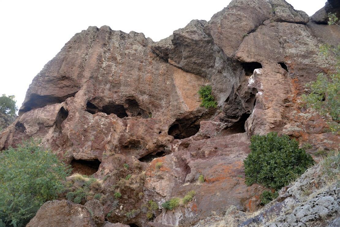 1500 yıl önce Hristiyanların gizli ibadet yaptıkları mağaralar ilgi çekiyor