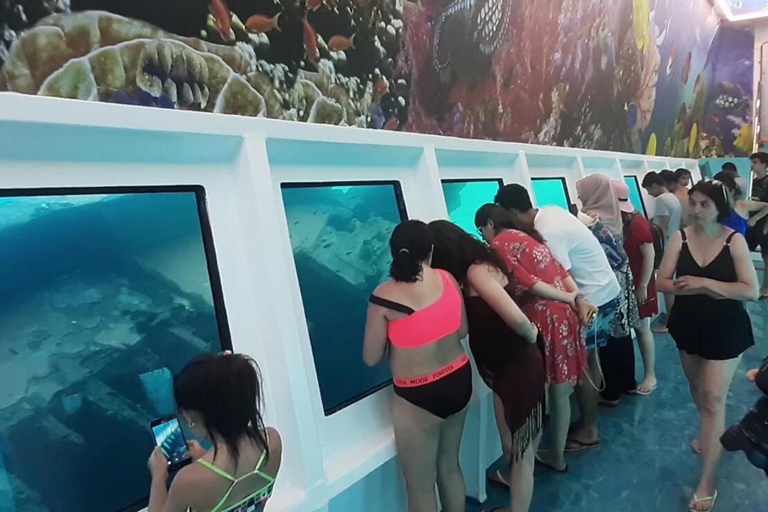 Marmaris'te deniz dibinin görüldüğü tekneye ilgi