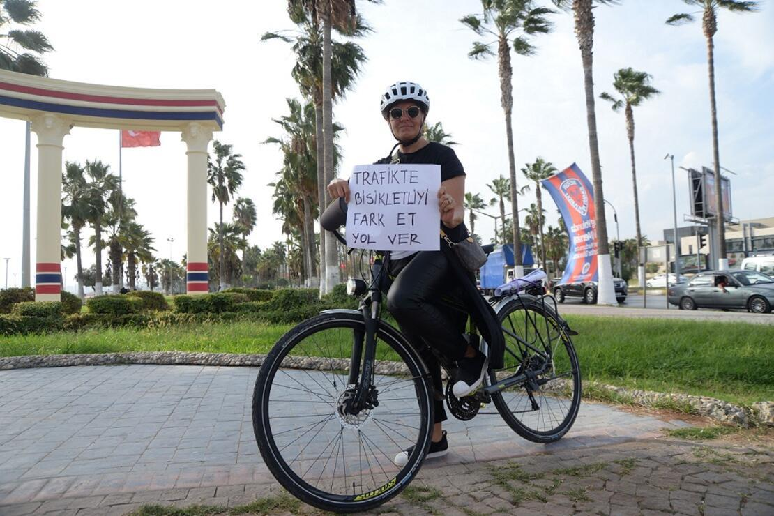 Bisikletliler trafikte 'görünür' olmak istiyor