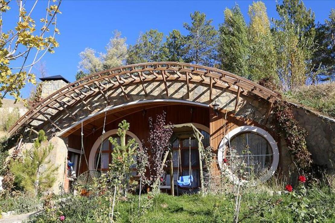 Her mevsim ayrı güzel: Sivas 'Hobbit evleri'