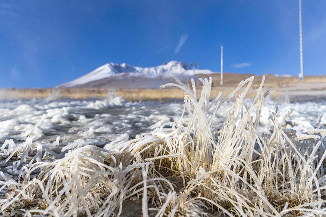 Erciyes'te kayak sezonu için suni karlama yapıldı