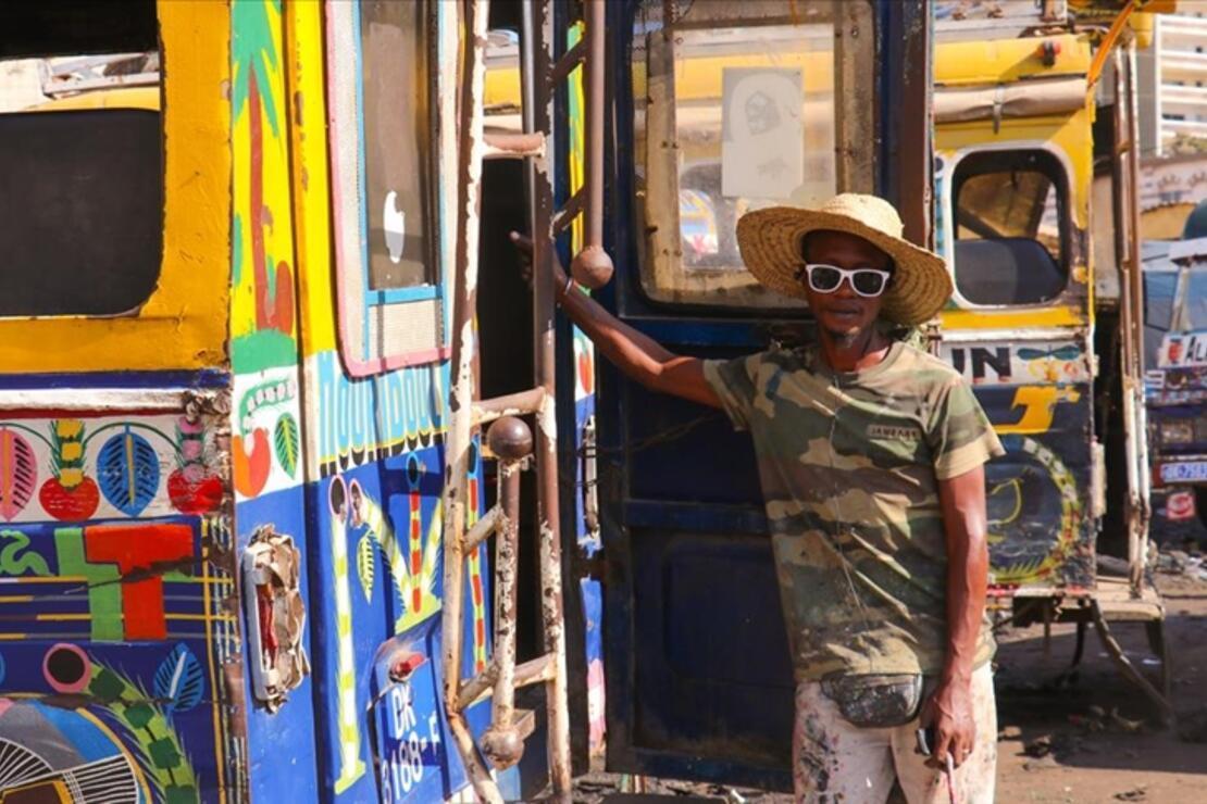 Dakar'da 'tekerlekli' sokak sanatı: 'Car rapide' dolmuşları