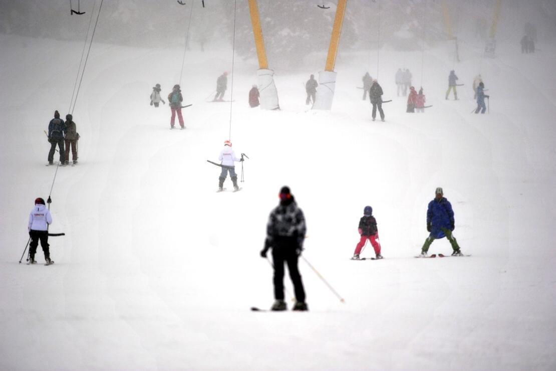 Sosyal mesafeye en uygun tatil: Uludağ'da kayak keyfi