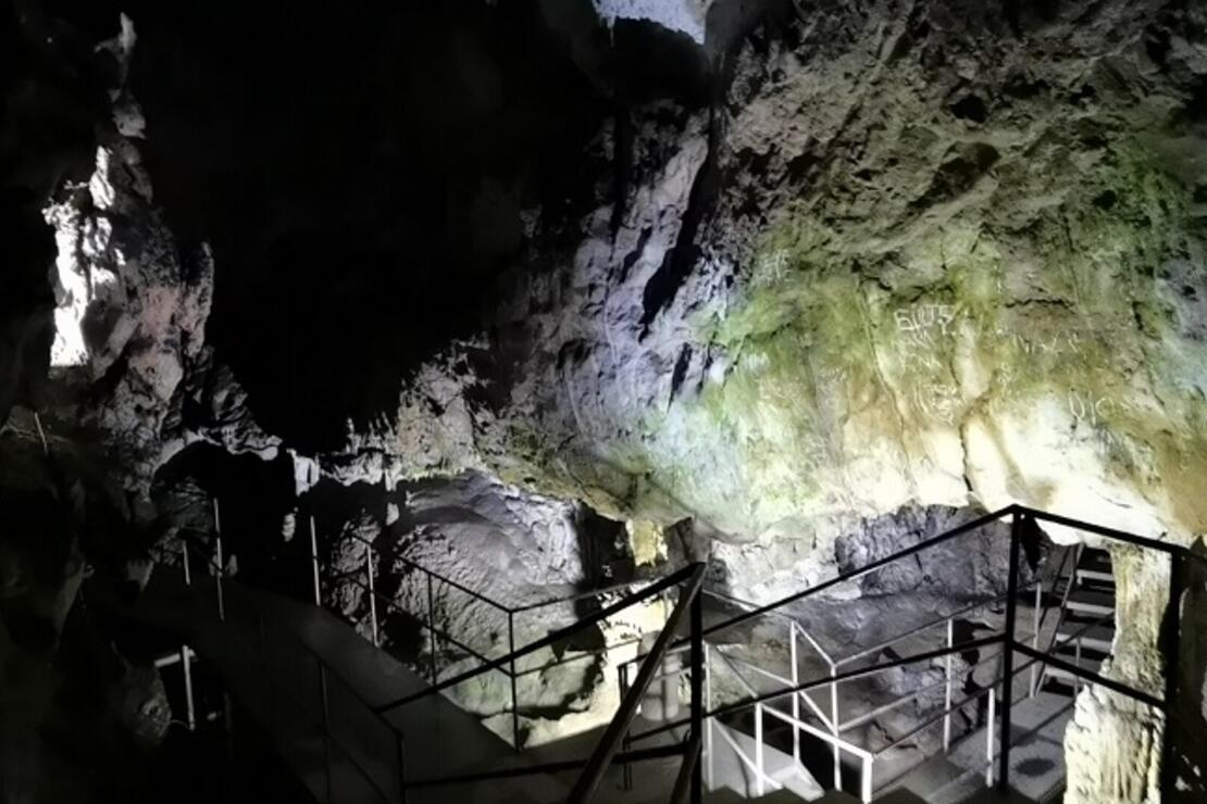 Oylat Mağarası'daki sıcaklık, kış aylarında da 18 derece ölçülüyor