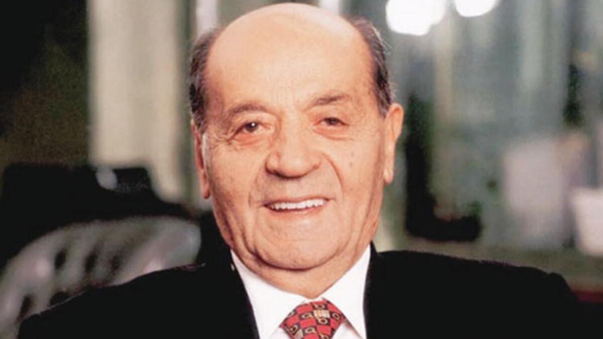 Anadolu Grubu'nun kurucusu İzzet Özilhan hayatını kaybetti - Son Dakika  Ekonomi Haberleri
