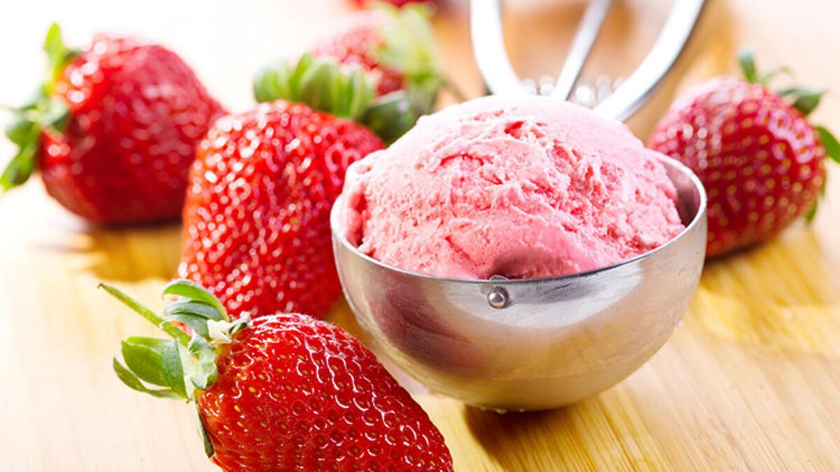 Çilekli dondurma nasıl yapılır? Çilekli dondurma tarifi