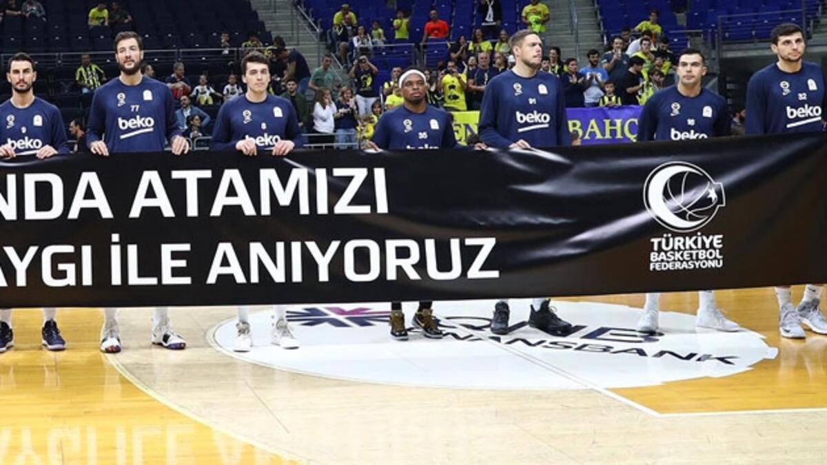 Fenerbahçe'den flaş karar! Atatürk pankartını tutmayan Sloukas... - Spor  Haberleri / Basketbol