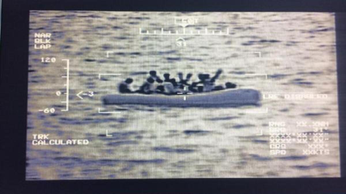 MSB: Edremit Körfezi'nde 51 düzensiz göçmen kurtarıldı