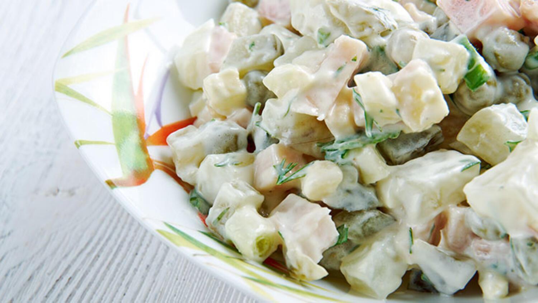 Elmalı ve mayonezli patates salatası tarifi