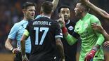 Son Dakika: Galatasaray - Lazio maçında hakem Matej Juga büyük tepki Taraftar ve Terim çileden çıktı
