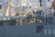 Rus askeri gemisi böyle geçti