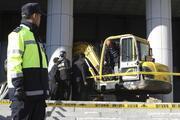 Güney Koredeki protestocu adliyeye kepçeyle girdi