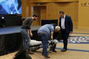 Antalyada sahneden düşen insansı robot parçalandı