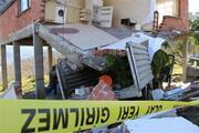 Kamyon eve çarptı, mutfak çöktü: 2 yaralı