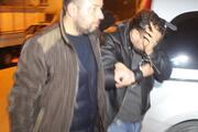 Polis baskınında çekyatta saklanırken yakalandı